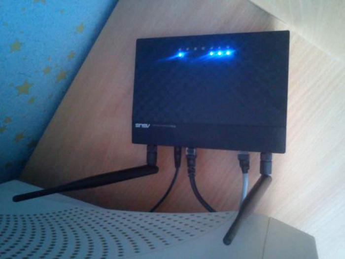Podkljuchaem-router-k-pitaniju.jpg