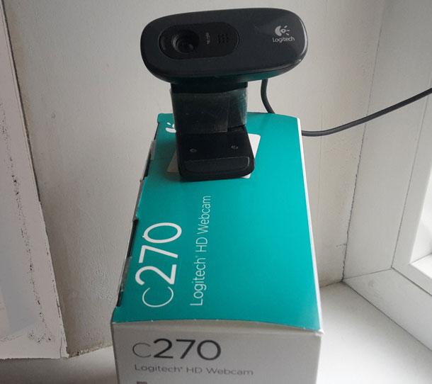 veb-kamera-oko-okna-s-korobkoy.jpg